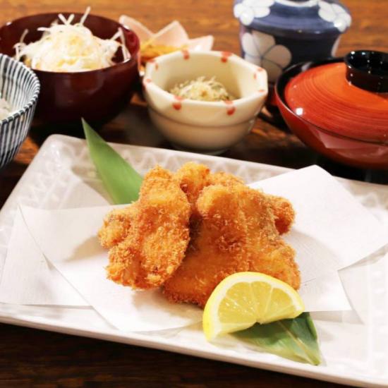 <はじめの一歩>地魚フライ定食の復活と日替わり990円丼の登場