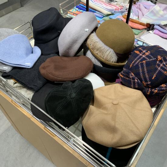 《本館B1階 婦人帽子》3300円, 5500円ワゴンセール👒‼️